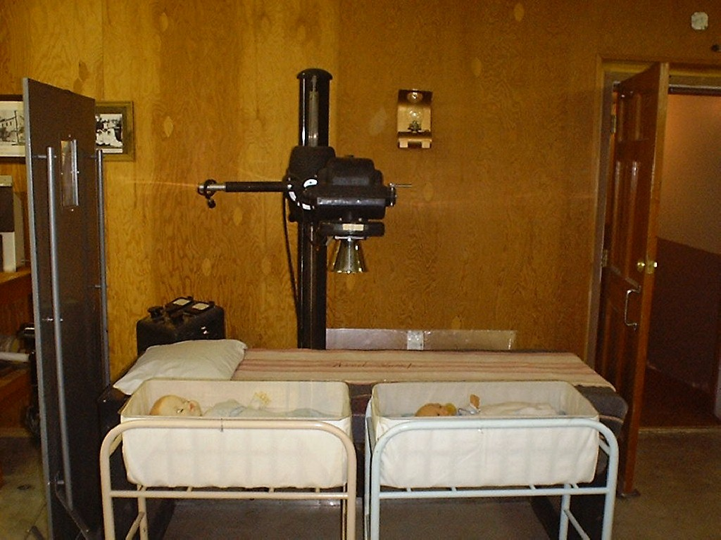 essay on x ray An x-ray machine is essentially a camera instead of visible light, however, it uses x-rays to expose the film.